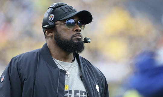 Mike Tomlin looks on from the sidelines during the Steelers' win over the Browns.