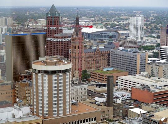 Apartment rents in Milwaukee are up 1.2% from a year ago, a new report says.