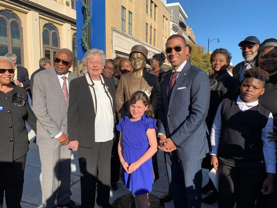(From left) Fred Gray, attorney for the Browder v. Gayle case, which resulted in the desegregation of buses; Gov. Kay Ivey of Alabama, Mary Louise Smith, a plaintiff in the case (back); Battle Ground Acaemy second grader Charlotte Uribe (center) Montgomery Mayor Steven Reed and members of the Browder Family.