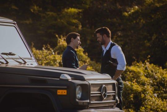 """En gran actor español Adrián Lastra, acompaña a William en """"En Brazos de un Asesino""""."""