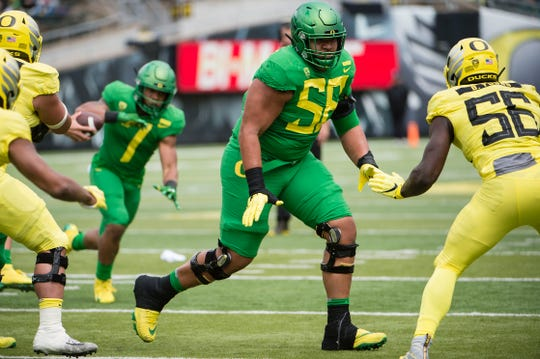 Oregon Ducks offensive lineman Penei Sewell (58) blocks a defender during the Oregon spring game at Autzen Stadium.