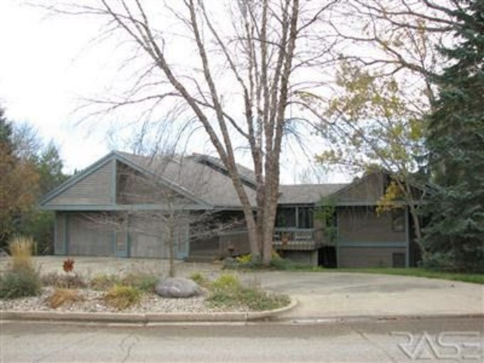 The 6-bed, 4-bath, 4,500-square-foot home at 4404 S. Vista Lane sold for $701,000.