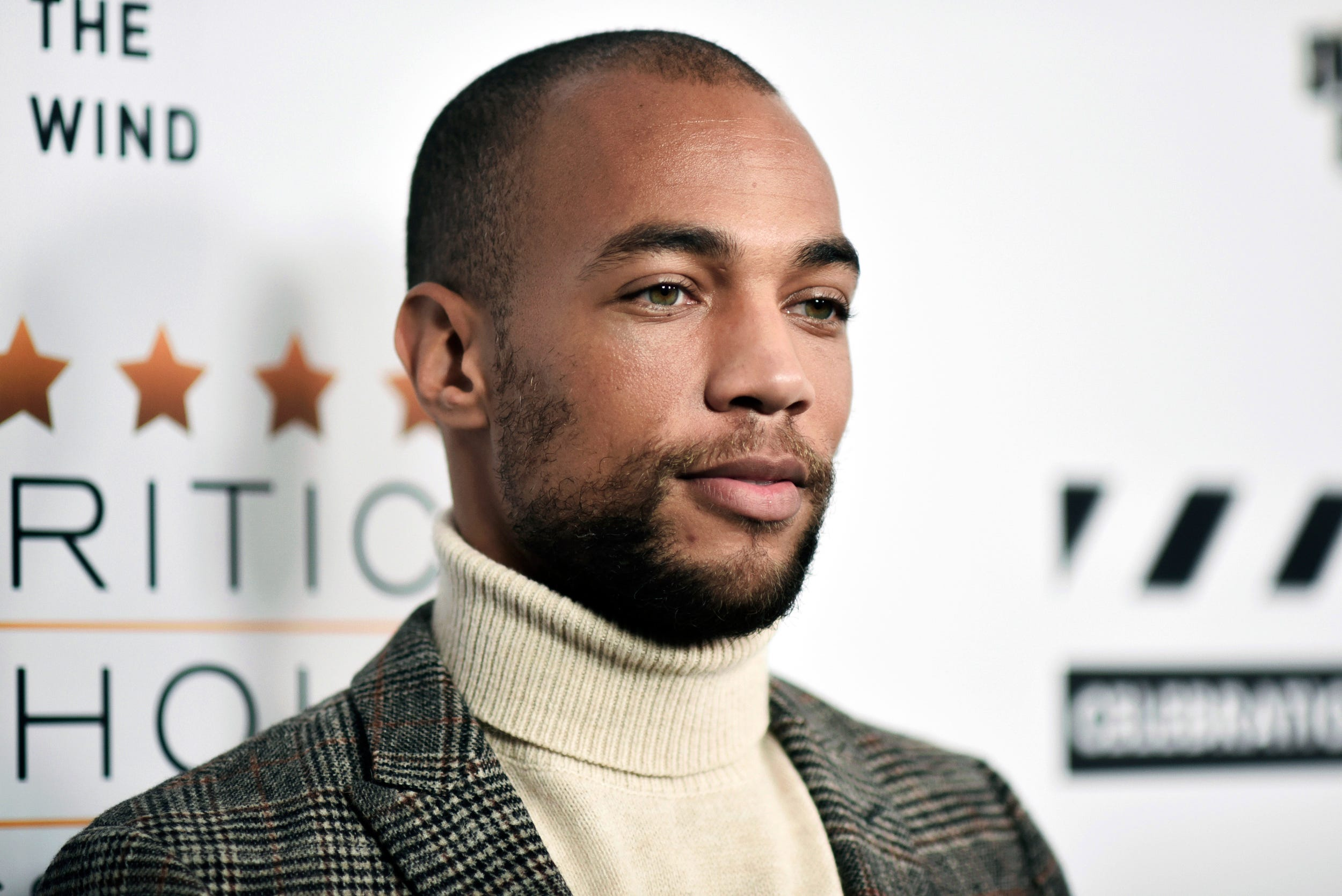 They re gonna arrest us all :  Insecure  star Kendrick Sampson protests on behalf of George Floyd