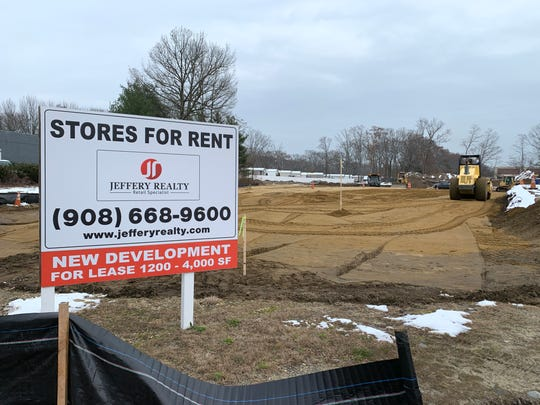 Moe's Southwest Grill has signed a lease  to take space at a new shopping center under construction on Route 35 in Eatontown.