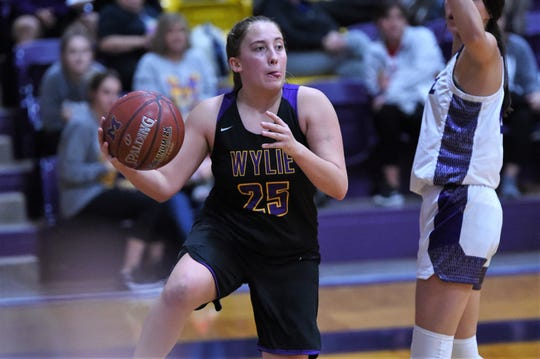 Wylie's Makinlee Bacon (25) turns to make a pass on the baseline against Merkel on Tuesday. The Lady Bulldogs fell 31-18.