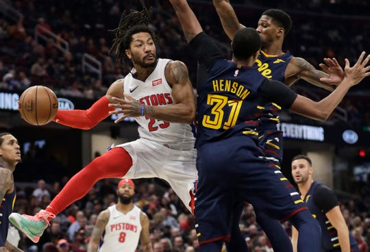 The Detroit Pistons' Derrick Rose looks to pass against Cleveland Cavaliers' Alfonzo McKinnie (28) and John Henson (31) in the second half.