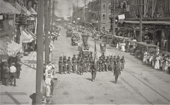 A parade in Fremont in 1918 travels along Front Street.