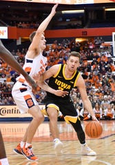 Iowa guard Jordan Bohannon (3), working against Syracuse guard Buddy Boeheim, scored 17 points with 5-of-14 accuracy from 3-point range in a 68-54 win.