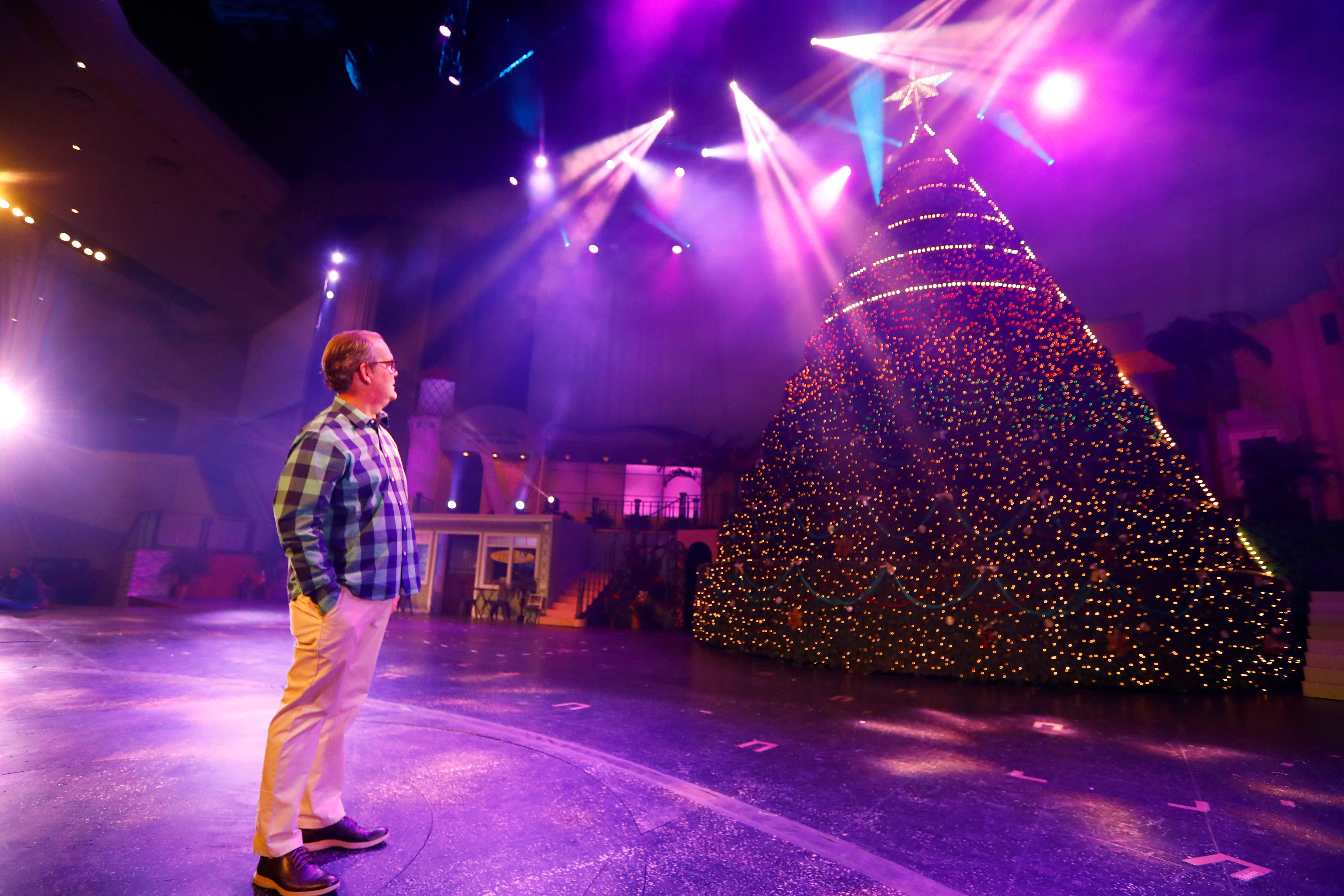 The Singing Christmas Tree 2020 Bellevue's Singing Christmas Tree captures 44 year old tradition