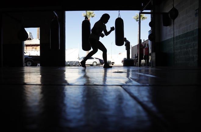 La pugilista Sulem Urbina entrena en el Julioberto's & Hernández Boxing Club, el 21 de agosto de 2019 en Phoenix, AZ
