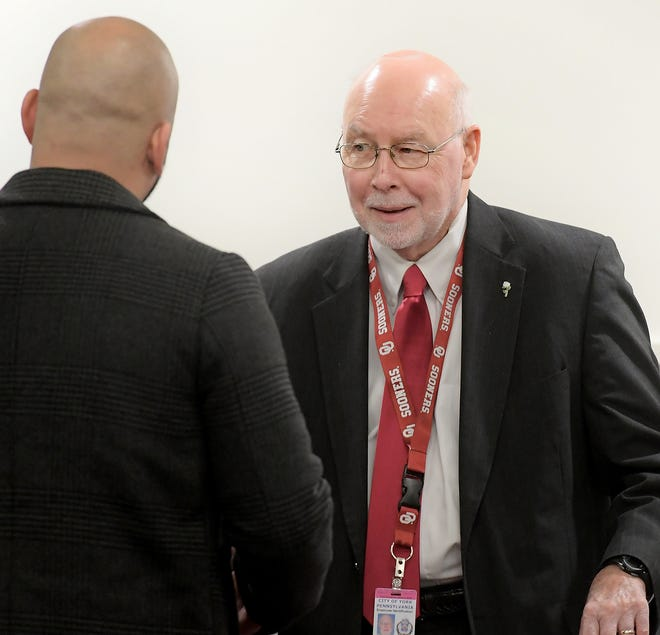 Tom Ray, right, talks with an attendee before a York City Council meeting Tuesday, Dec. 3, 2019. The council approved appointment of Ray to head the city's business administration department during the meeting. Bill Kalina photo