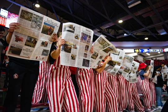Spectators at the USD men's basketball game Wednesday night will help the school attempt to set a world record for the number of people howling at once.
