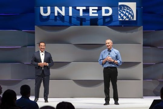 United Airlines CEO Oscar Munoz to step down in May, will be replaced by president Scott Kirby
