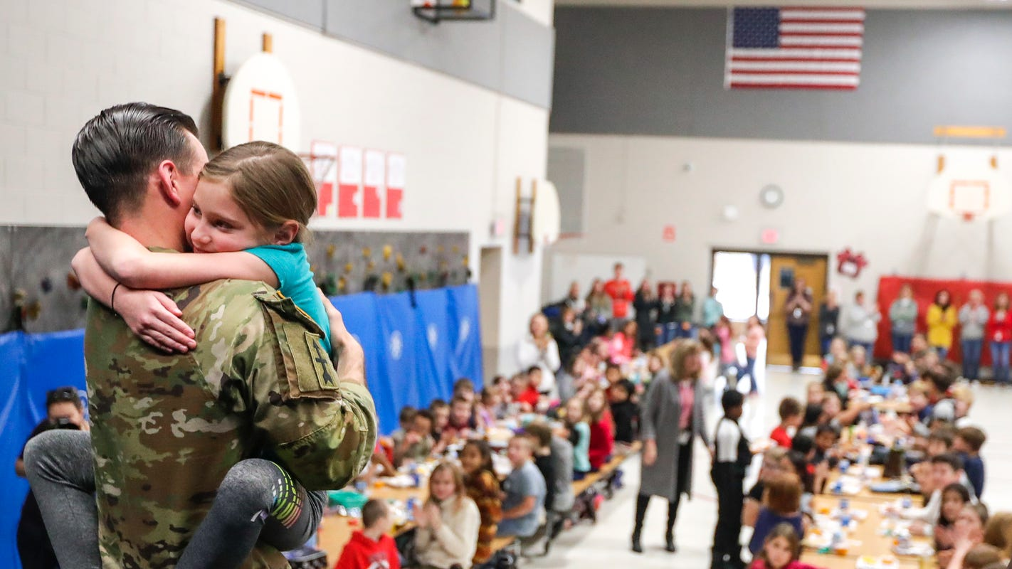 Green Bay soldier surprises third-grade daughter with return home from Afghanistan