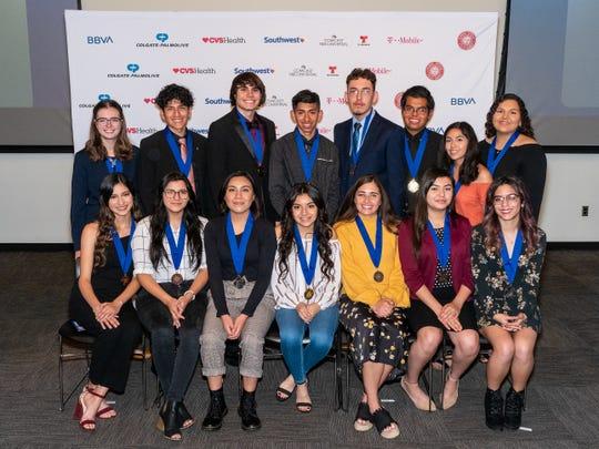 Los jóvenes galardonados en Phoenix con el Premio a la Excelencia Juvenil Hispana 2019.