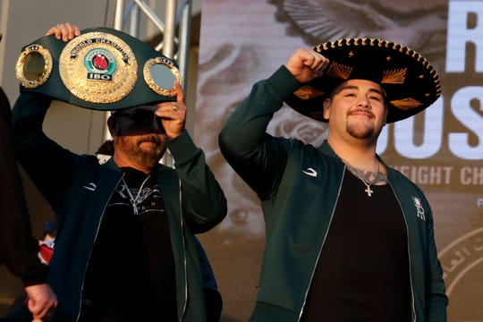 Andy Ruiz Jr. a su llegada a la ceremonia del pesaje.