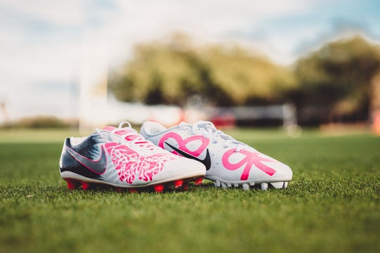 Andy Lee's cleats honor Madelyn Lee, his late daughter, who passed away in February 2015 at just 8 days old.