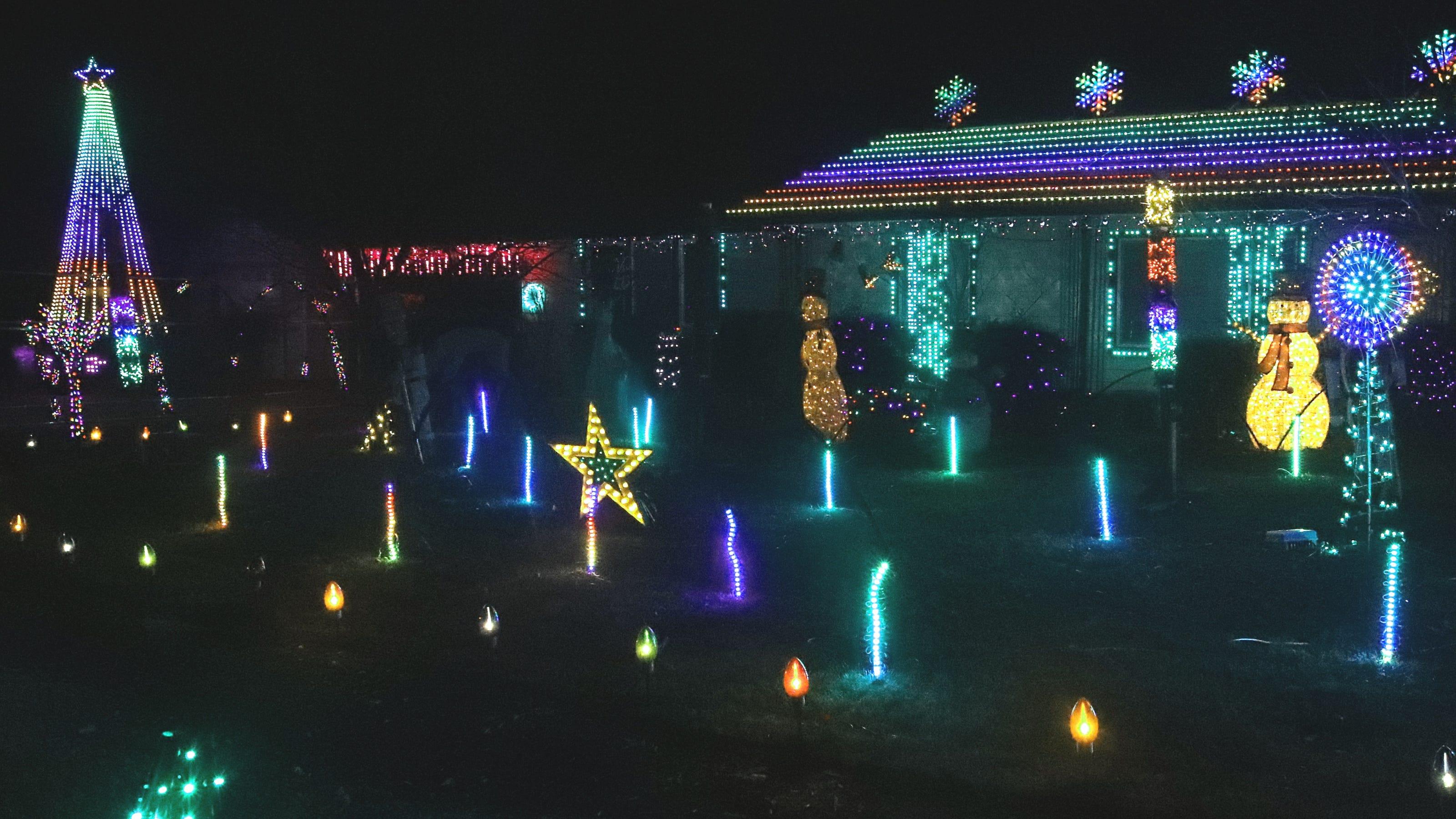 Palo Cedro Country Christmas 2021 Christmas Lights In Palo Cedro Home Set Aglow On Hillside Drive