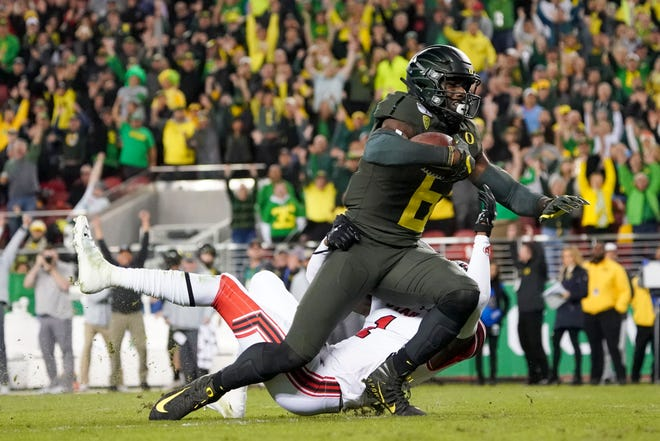 Oregon Ducks wide receiver Juwan Johnson (6) is tackled by Utah Utes defensive back Jaylon Johnson (1) during the first quarter at Levi's Stadium.