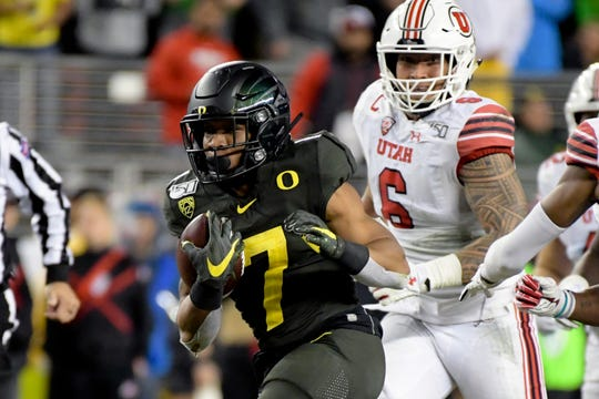 Oregon Ducks running back CJ Verdell (7) rushes against the Utah Utes during the second half of the Pac-12 Conference championship game at Levi's Stadium.
