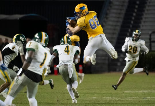 Wren's Eli Wilson (88) catches a pass during the Class AAAA state championship against Myrtle Beach High School at Williams-Brice Stadium in Columbia Saturday, Dec. 7, 2019.