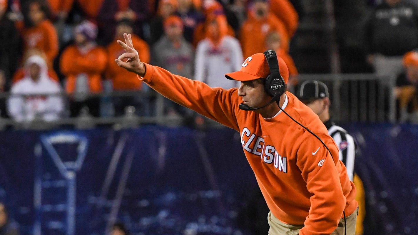 53baed77-d2d9-41f4-839a-a6bf34dbad95-1207_clemson_virginia_acc_game_06