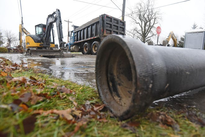 Work at the intersection of Southern Avenue and Whetstone Street had parts of both roads closed Monday afternoon.
