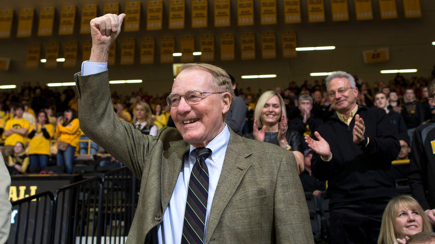 Leistikow: Bump Elliott's 'iconic' legacy at Iowa was built on kindness
