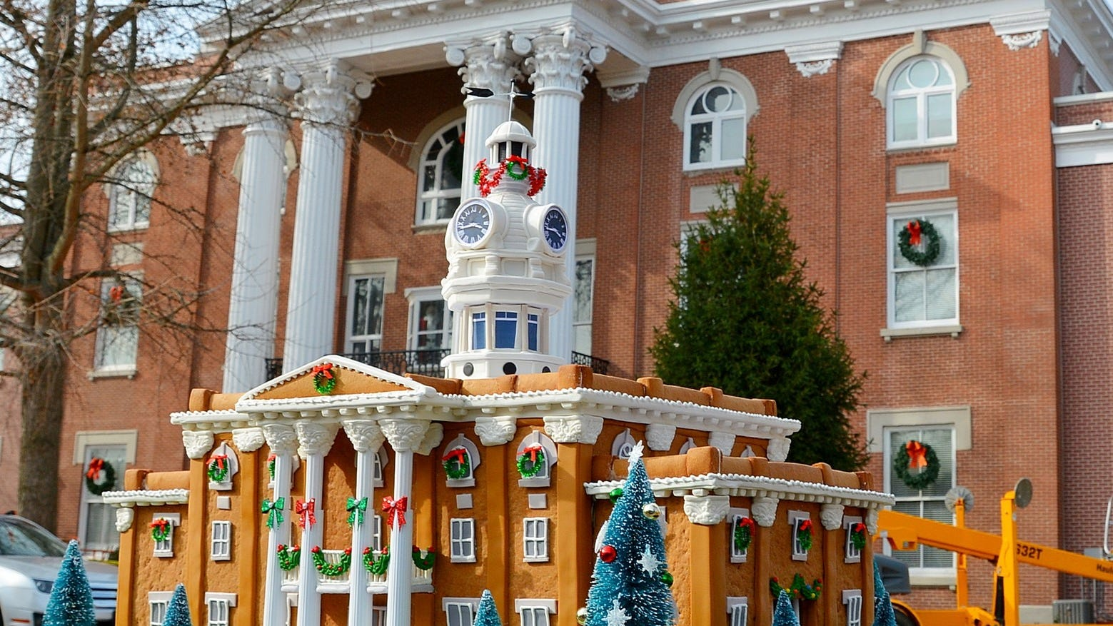 Smyrna baker builds scale replica of courthouse