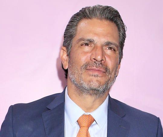 """Roberto Mateos participó en la serie """"MotherFhaterSon"""", al lado de Richard Gere."""