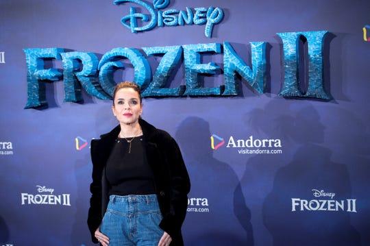 La presentadora y periodista Carme Chaparro posa a su llegada al photocall de la película ''Frozen II'', este martes en los Cines Callao de Madrid.