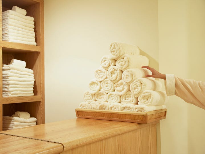 Towels are the most commonly stolen items from rooms at luxury hotels, a study by German site Wellness Heaven found.