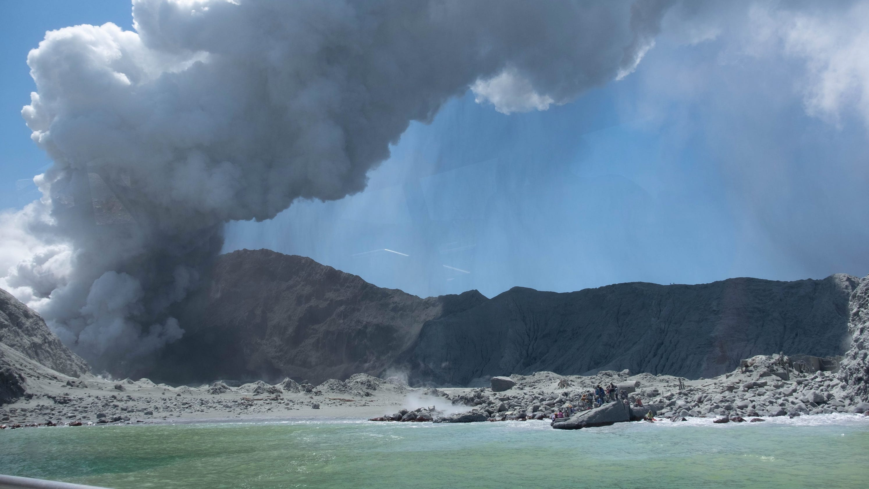 New Zealand volcano eruption: At least 5 confirmed dead, 'no signs of life' remain on the island, police say thumbnail