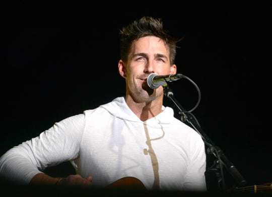 Jake Owen will perform an acoustic show Feb. 27 at the Meyer Theatre in Green Bay.