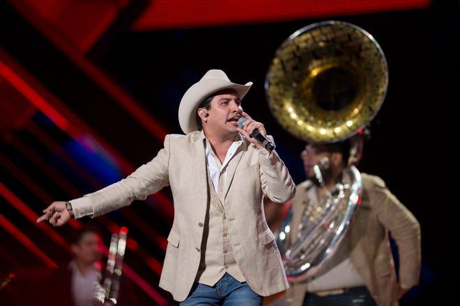 Julión quiere regresar a cantarle a su público de la Unión Americana.