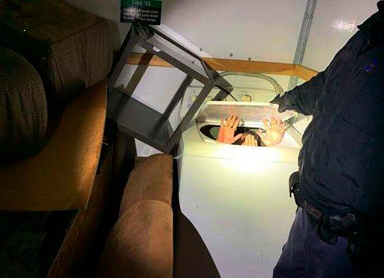 Personas procedentes de China ocultas en una lavadora intentaban cruzar de manera ilegal a EEUU.