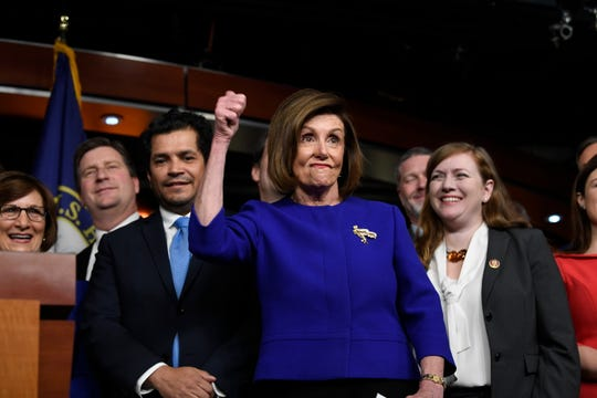 """Nancy Pelosi calificó esto como """"una victoria para los trabajadores estadounidenses""""."""