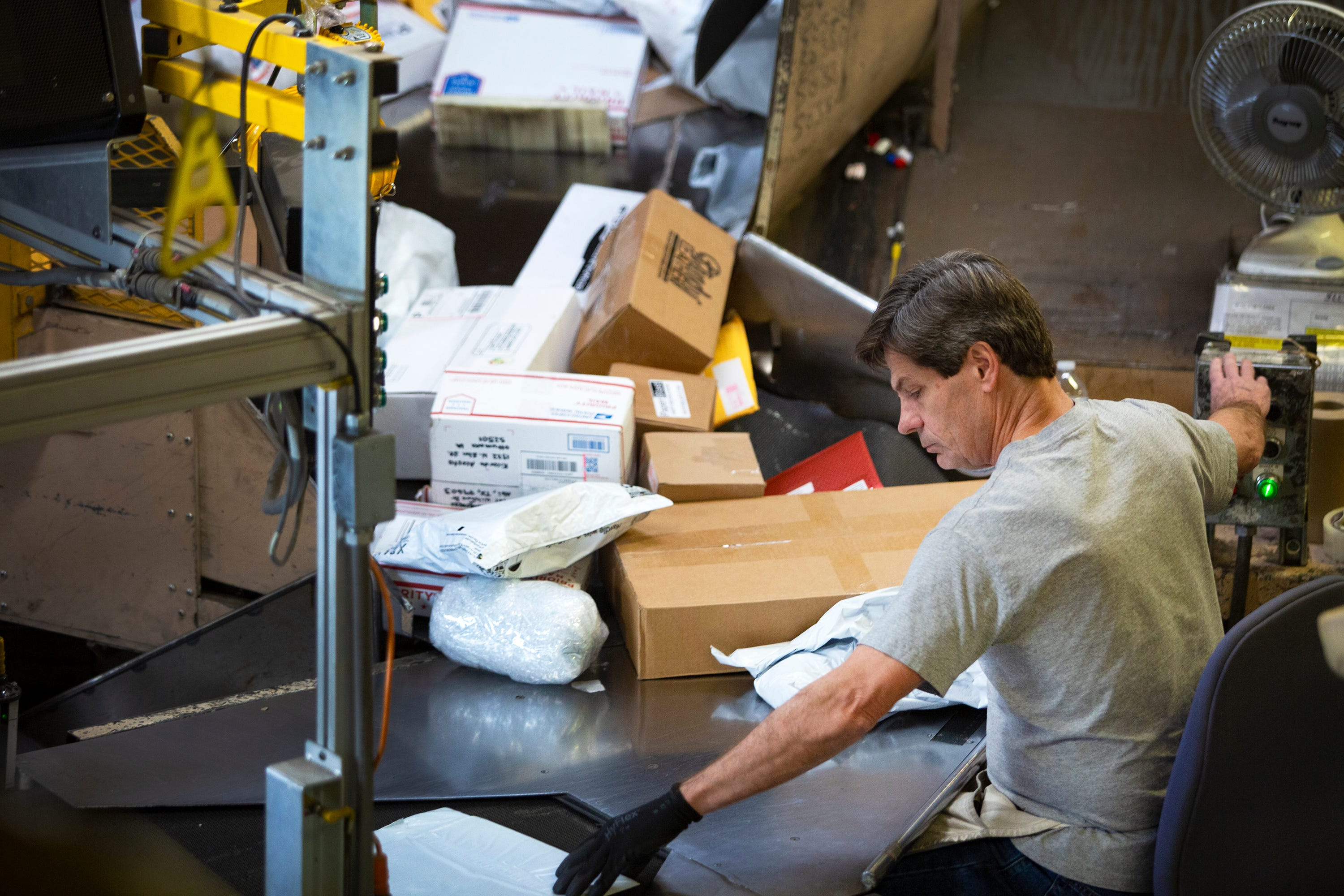 Photos: Behind the Scenes of Des Moines' US Postal Service