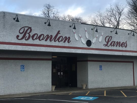 New York Jets superstar Le'VeonBell, scratched from Sunday's game reportedly due to the flu, went bowling until 1 a.m. Sunday at Boonton Lanes. Dec. 11, 2019.