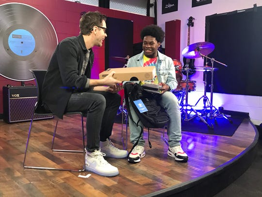 Nationally syndicated country radio personality Bobby Bones meets with Boys & Girls Clubs members, like Jehlin Hayes, 15, on Tuesday. He gave Hayes a computer and business books at the East Nashville Boys & Girls Club.