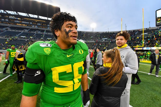 Oregon Ducks offensive lineman Penei Sewell (58) looks at the fans after an NCAA football game against the Oregon State Beavers, Saturday, Nov. 30, 2019, at Autzen Stadium in Eugene, Ore. The Oregon Ducks won 24-10 (Alika Jenner/Image of Sport via AP)