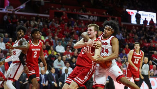 Rutgers guard Ron Harper Jr. (24) wrestles the ball away from Wisconsin forward Tyler Wahl (5) during the second half.