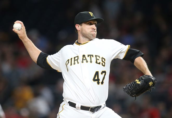 Josh Lindblom pitches for the Pittsburgh Pirates on May 19, 2017. Lindblom reached a three-year deal with the Brewers after pitching with the Korean Baseball Organization last season.
