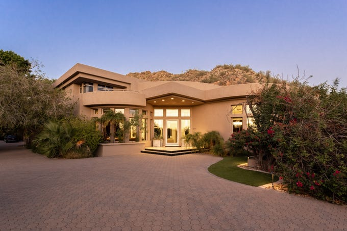 Lee Laris sold this $2.35M estate in Phoenix.