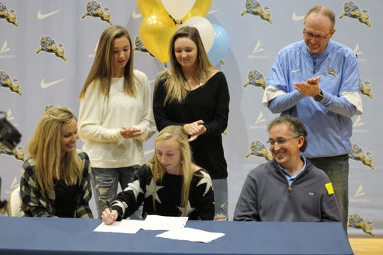 Adrienne O'Brien signed with Southern Wesleyan golf on December 13, 2019 at Daniel High School.