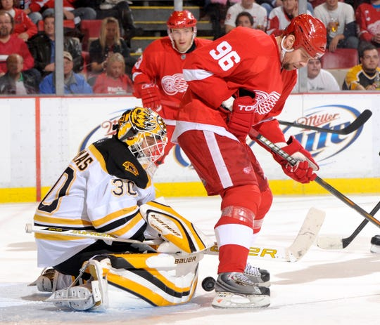 Tomas Holmstrom tries to deflect the puck past Boston's Tim Thomas in the third period of a game in 2009.