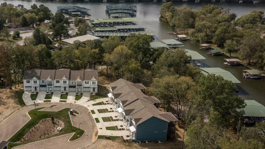 The townhomes at Mariners Cove are just steps away from Gallatin Marina and Old Hickory Lake.