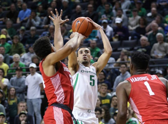 Oregon's Chris Duarte shoots as Houston's Quentin Grimes, left, and Chris Harris Jr. defend during the first half of an NCAA college basketball game in Eugene, Ore., Friday, Nov. 22, 2019.