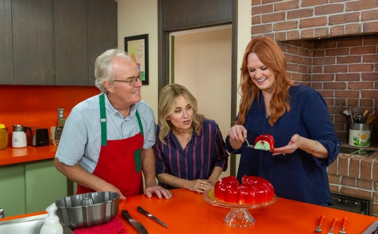 'The Brady Bunch' stars Mike Lookinland, left, and Maureen McCormick prepare a festive gelatin mold with Food Network host Ree Drummond on 'A Very Brady Renovation: Holiday Edition.'
