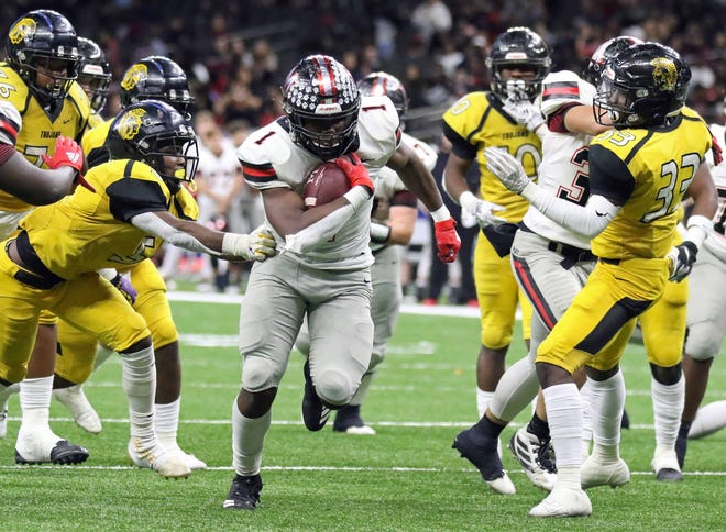Many running back Terrence Williams (1) runs past Ferriday linebacker Kobe Johnson (5) to score on this 15-yard run with 2:42 remaining in the third quarter of the LHSAA Class 2A football state championship game at the Mercedes-Benz Superdome in New Orleans on Friday, December 13, 2019.